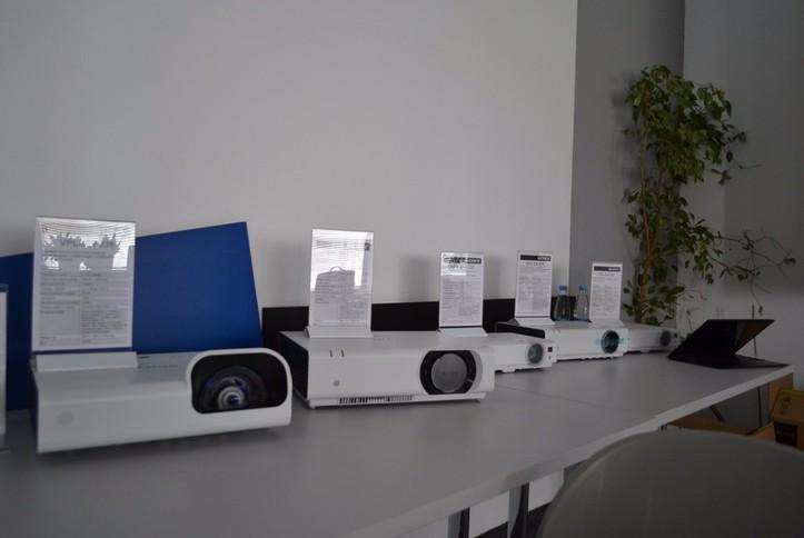 Обзор линейки бизнес-проекторов Sony