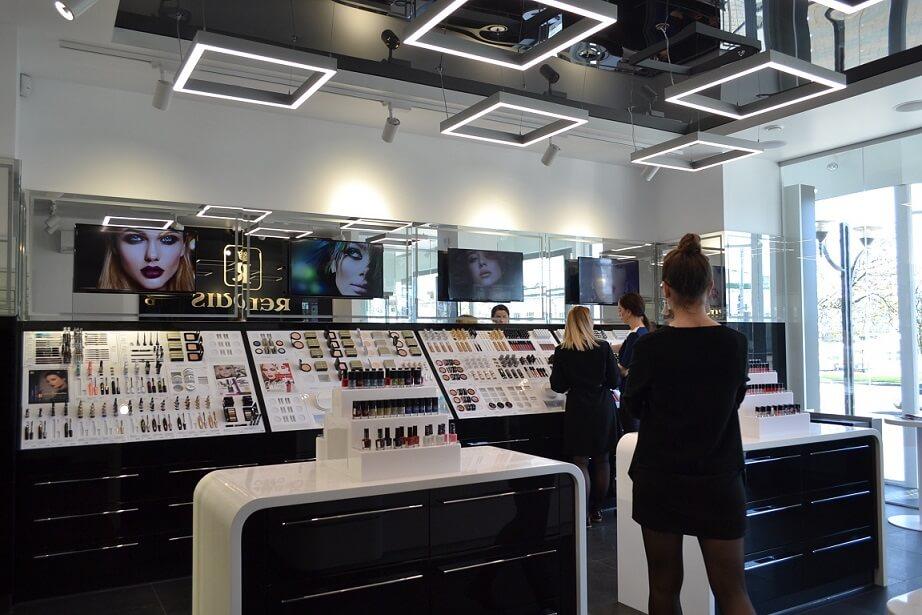 Digital Signage в фирменном магазине косметики RELOUIS.